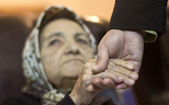 Photo of حکایت سالمندانی که در سایه بیحرمتی به حاشیه میروند/بد نوازی ساز ناکوک کهنسالی برای سالمندان