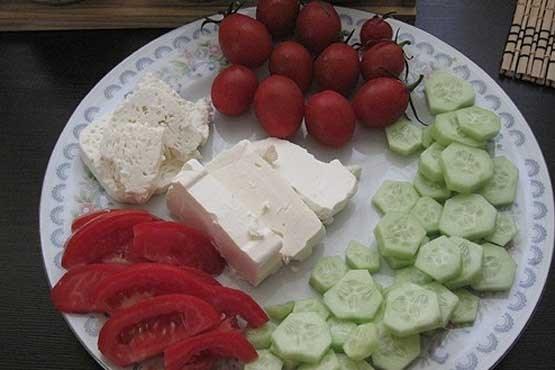Photo of چرا نباید پنیر را با گوجه و خیار خورد؟