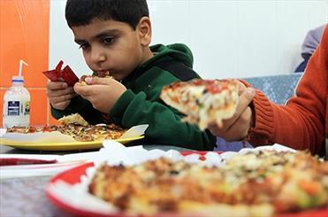 تصویر از مصرف پیتزا همراه نوشابه عامل بروز حمله قلبی