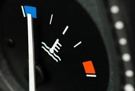 تصویر از گرم کردن در جا خودرو در زمستان علمی است؟/عادت فصل سرمای رانندهها؛از افسانه تا واقعیت