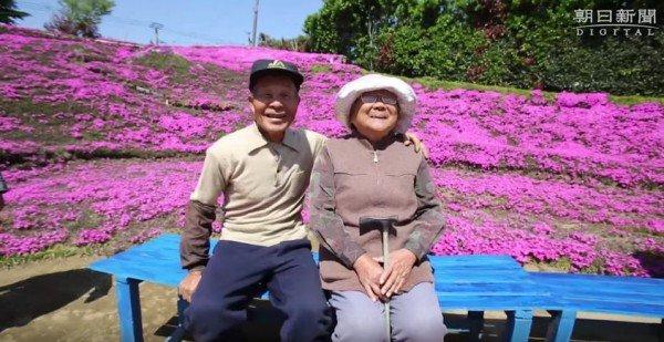 تصویر از مردی که به خاطر لبخند همسرش یک باغ کاشت