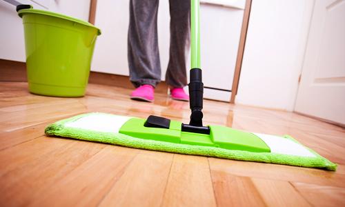 تصویر از ۵ آسیب بدنی رایج هنگام خانه تکانی