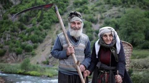 Photo of پدر و مادر ، مداد  رنگی اند