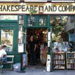 کتابخانه پاریسی که به نویسندگان رهگذر خوش آمد می گوید