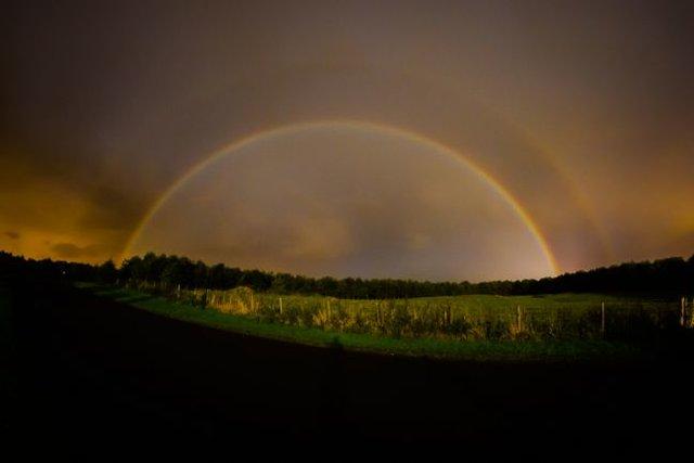 پدیده نادر و زیبای رنگینکمان قمری را ببینید+عکس