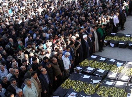 تصویر از پیکر ۲۶ زائر کربلا تشییع شد/ یزد امروز یکپارچه گریست