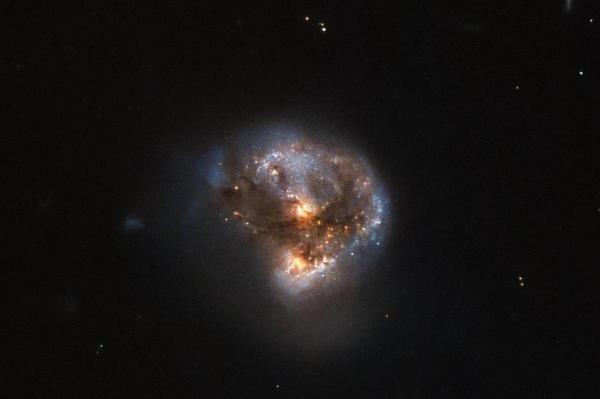 تصویر از پایان سال هابل با تصویر زیبایی از درخشانترین کهکشان آسمان