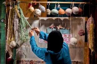 تصویر از نقش عشق بر قالی زنان هنرمند میبد/ اینجا دلها برای اهلبیت (ع) میتپد