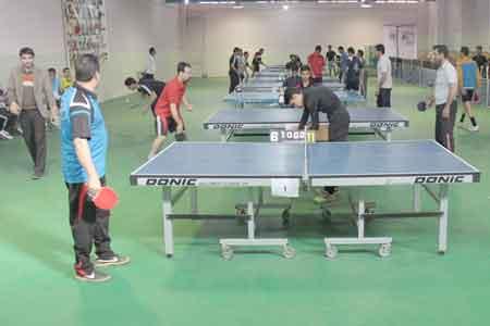تصویر از رقابت فرهنگیان استان در مسابقات تنیس روی میز