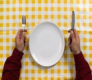 تصویر از پرهیز از وعده های غذایی، با بدن چکار می کند؟