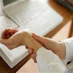 چرا دچار عارضه «آسیب فشار تکراری» می شویم؟