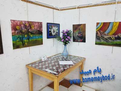 تصویر از برگزاری نمایشگاه شناخت هنر گرافیک و هنر انتزاعی در میبد