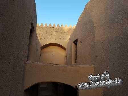 تصویر از قلعه مهرجرد در میبد