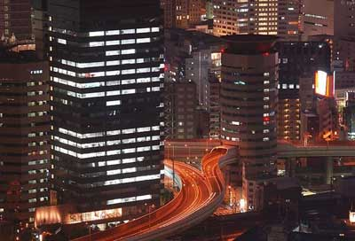 Photo of عبور حیرت انگیز بزرگراه از داخل یک ساختمان! +تصاویر
