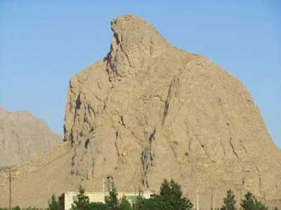 تصویر از ثبت عقاب کوه تفت و درخت سرو کهنسال دربید زارچ در فهرست میراث طبیعی ملی