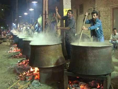 Photo of طبخ و توریع 40 دیگ آش در فیروزآباد میبد
