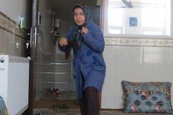 تصویر از شفا گرفتن دختر ده ساله میبدی در حرم علی بن موسی الرضا(ع)