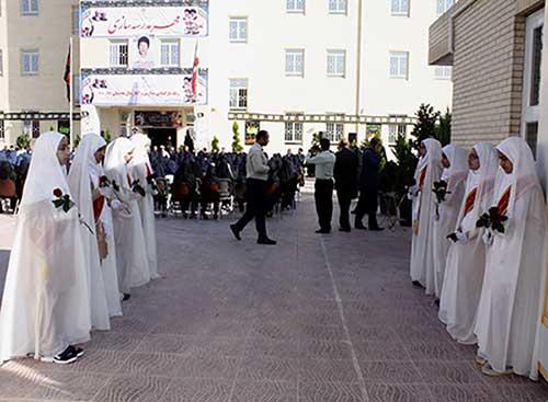 تصویر از زنگ بازگشایی مدارس استان در میبد به صدا درآمد