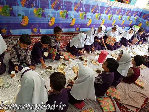 تصویر از برگزاری مراسم افتتاح غذای گرم در روستا مهد شکوفه بهشت بفروئیه /تضمین سلامت فرزندان با فرهنگ سازی و آموزش نحوه صحیح غذا خوردن