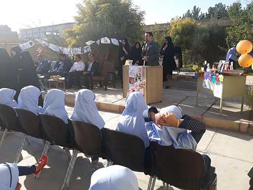 تصویر از برگزاری همایش تکریم پدربزرگ ها و مادربزرگ ها در مدرسه دخترانه خدیجه ابطحی میبد