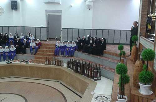 تصویر از بازدید دانش آموزان دبستان حاج غلامحسین زهرایی شهرستان میبد از زورخانه بشنیغان