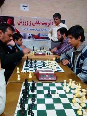 تصویر از برگزاری مسابقات شطرنج به مناسبت هفته تربیت بدنی در شهرستان میبد