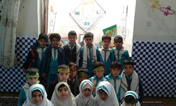 تصویر از شرکت نونهالان مهد بصیرت میبد در گرامیداشت هفته بسیج