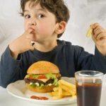 استفاده از غذاهای فست فودی نیاز به فرهنگسازی دارد