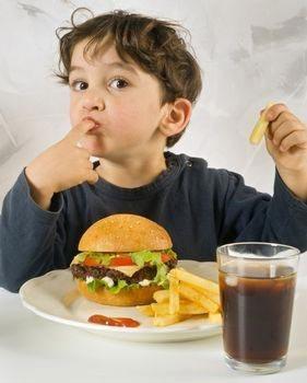تصویر از استفاده از غذاهای فست فودی نیاز به فرهنگسازی دارد