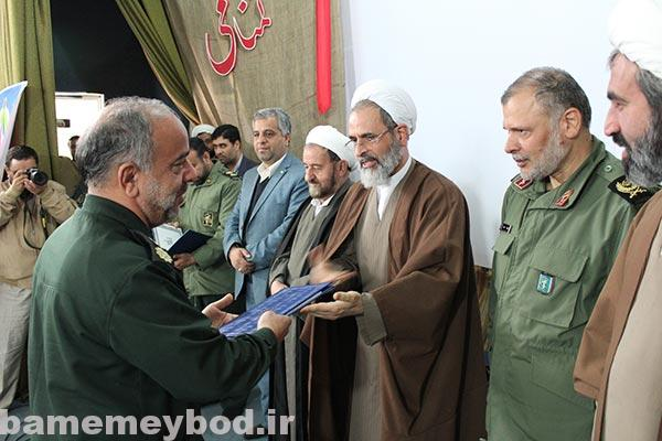 تصویر از تصاویری از برگزاری مراسم تودیع و معارفه فرمانده سپاه ناحیه میبد