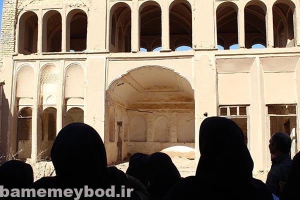 تصویر از بازدید گروه لیدر محلی از بافت تاریخی بفروئیه و قلعه مهرجرد