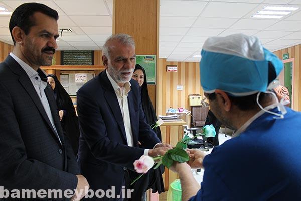 تصویر از تقدیر شهردار میبد و اعضای شورای شهر از پرستاران میبدی