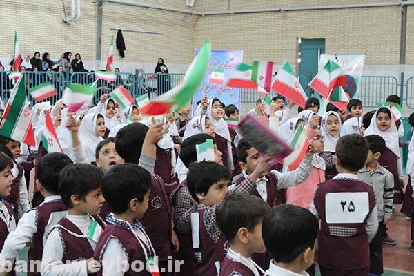تصویر از شرکت مهد های کودک میبد در جشنواره شادابی با ورزش و بازیهای کودکانه