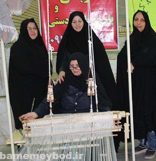 تصویر از تصاویری از برگزاری نمایشگاه دست آوردهای بانوان کارآفرین در حسینیه انصار بفروئیه / بخش دوم