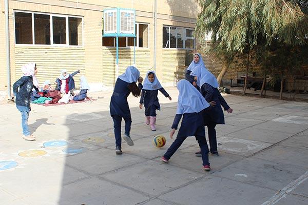 تصویر از روزی آزاد و بدون درس در آموزشگاه بی بی خدیجه ابطحی میبد