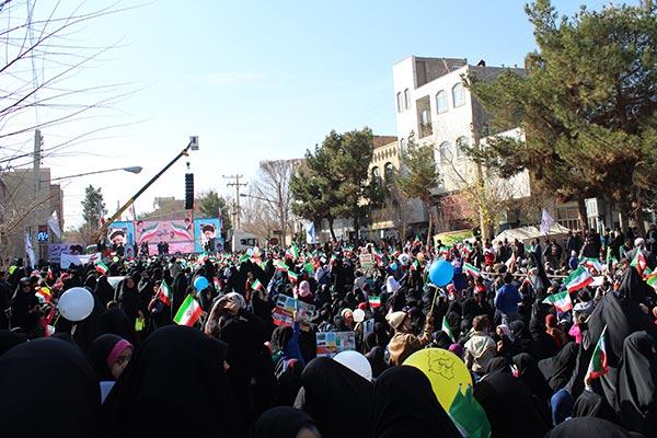 تصاویری از حضور حماسه آفرین و پر شور مردم شهرستان میبد در راهپیمایی ۲۲ بهمن / بخش دوم