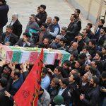 شهید گمنام ۱۸ ساله بر روی دستان مردم شهید پرور شهرستان میبد تشییع شد