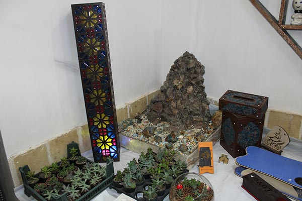 تصویر از نمایشگاه و فروشگاه صنایع دستی در بقعه بابک شهرستان میبد
