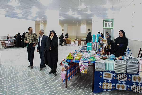 تصویر از برگزاری نمایشگاه صنایع دستی بانوان در مهمانسرای رکن آباد شهرستان میبد