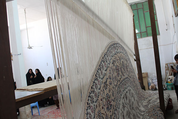 Photo of بافت قالی در پایگاه مقاومت بسیج ام ابیها در راستای اشتغال بانوان و اقتصاد مقاومتی