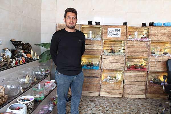 تصویر از کارآفرین فعال در زمینه پرورش گل و گیاهان زینتی و همچنین شاغل در حوزه تعمیرات سخت افزار