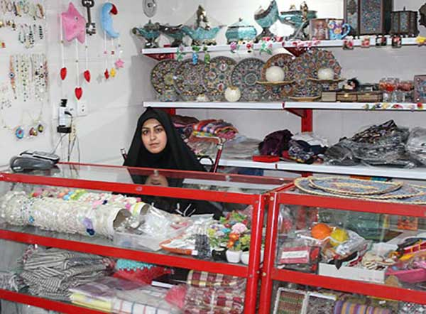 تصویر از فروشگاهی با شعار حمایت از صنایع دستی و مشاغل خانگی در میبد