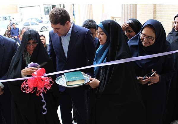 Photo of افتتاح نخستین نمایشگاه دائمی تولیدات صنایع دستی بانوان استان یزد در مجتمع تجاری سامان