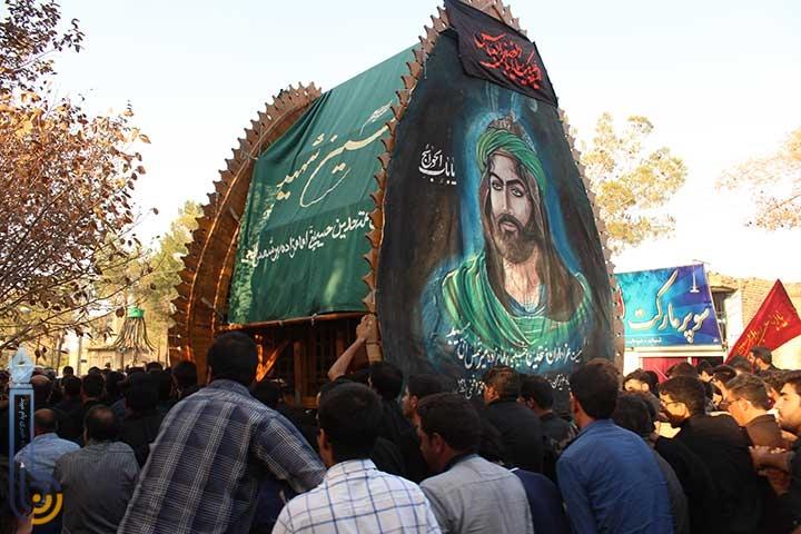 تصویر از تصاویری از مراسم نخل برداری و اجرای تعزیه در امامزاده سید صدر الدین قنبر میبد