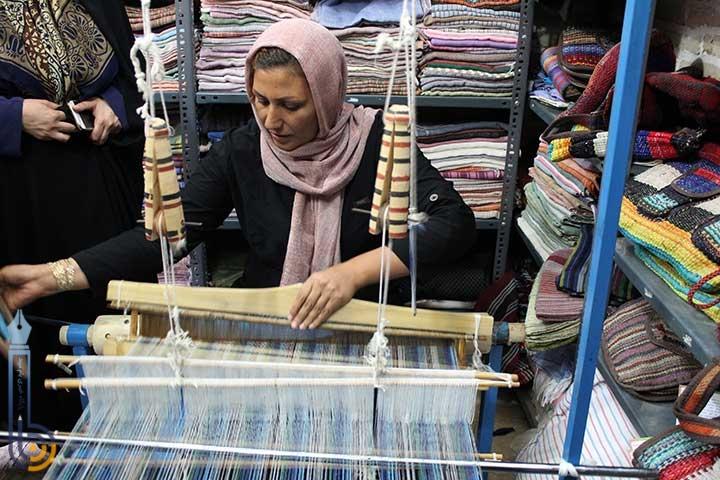 Photo of بازدیدمدیرکل دفتر امور بانوان و خانواده استانداری یزد از نمایشگاه ها و کارگاه های صنایع دستی بانوان در میبد