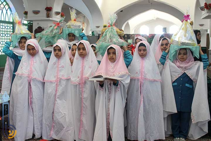 تصویر از مراسم جشن تکریم سالمندان به مناسبت هفته سالمند و نیز هفته ملی کودک در امامزاده میر شمس الحق میبد