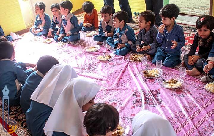 طرح یک وعده غذای گرم در روستا مهدهای استان یزد بصورت نمادین در میبد آغاز شد