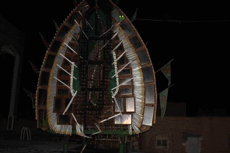 تصویر از نخل امامزاده سید صدرالدین قنبر میبد، دچار آتش سوزی شد