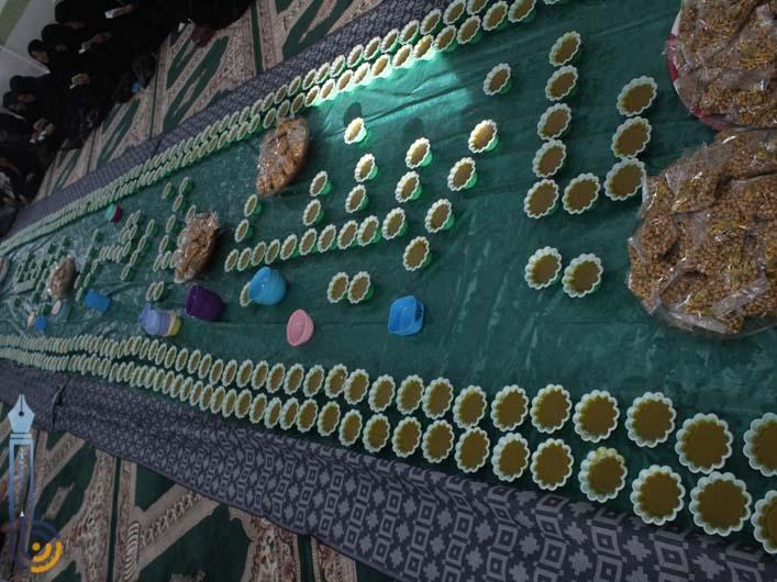 تصویر از پخت حلوای آردی معروف به آش زینب در پایگاه مقاومت بسیج ساجده میبد