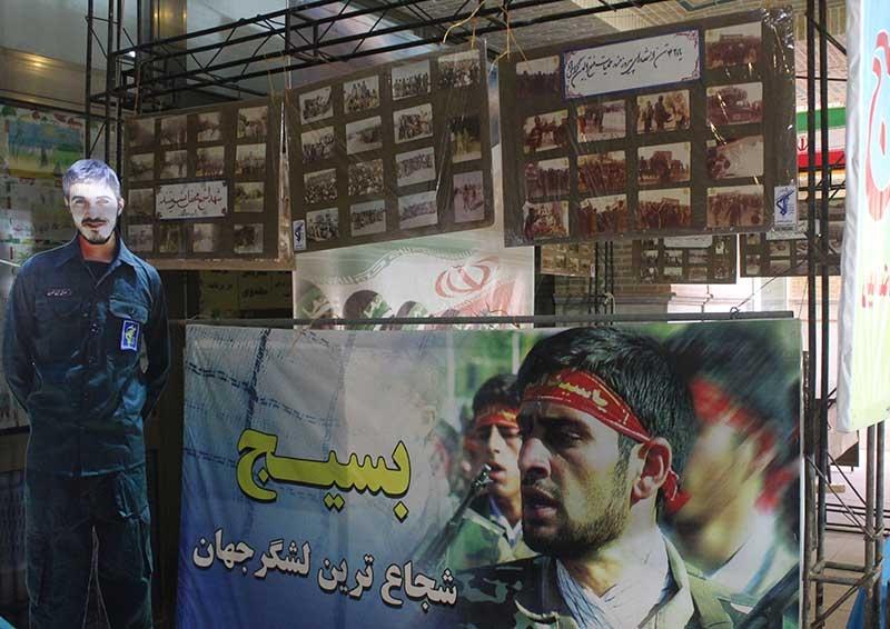 تصویر از نمایشگاه بر بال افلاکیان در میبد برپا شد